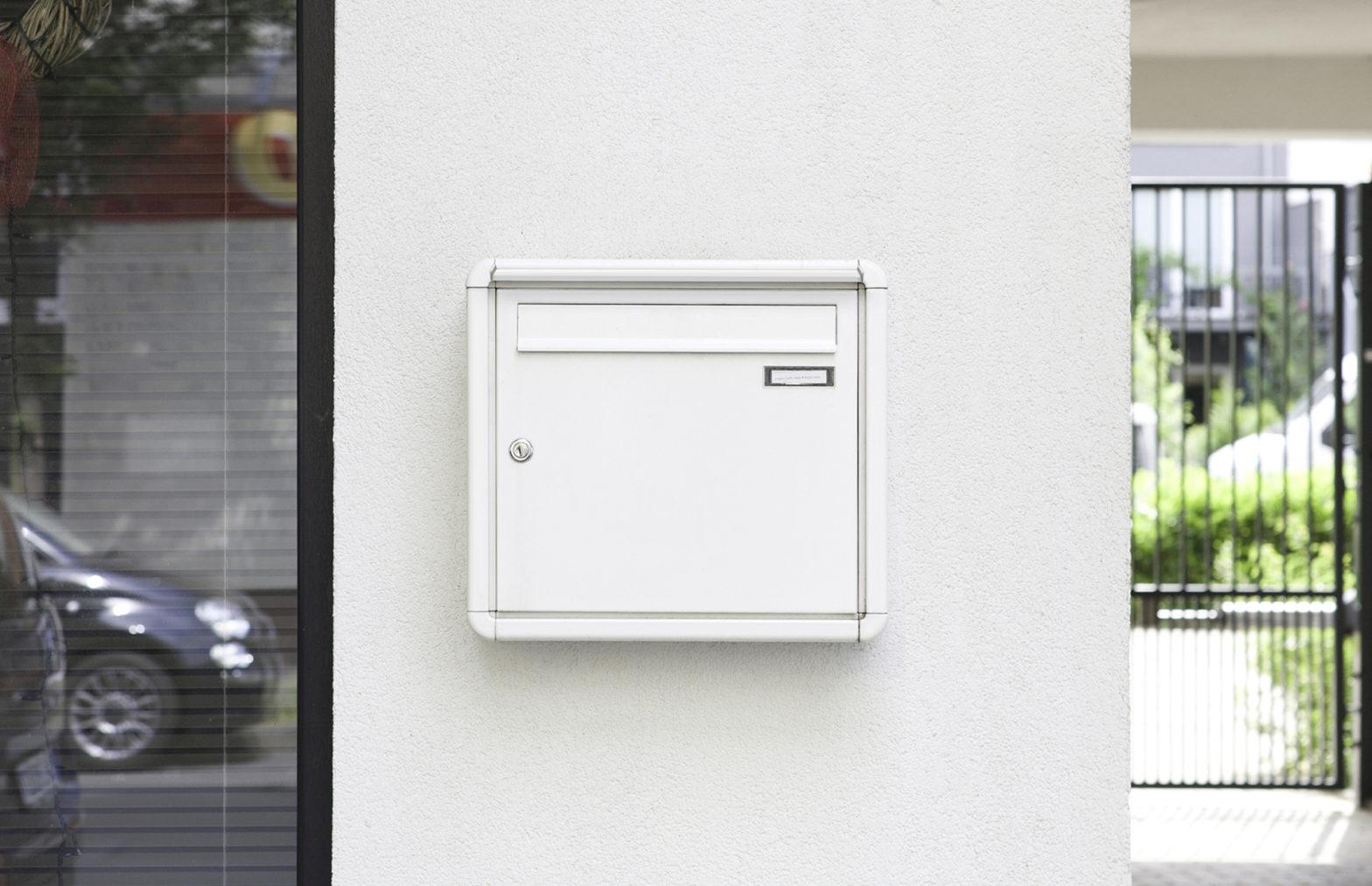 KNOBLOCH EXPRESS BOX - dreiteilige Unterputz-Briefkastenanlage mit vertikalen Kästen und Funktionskasten, mit Verkleidung RI 120 (UP31-120)
